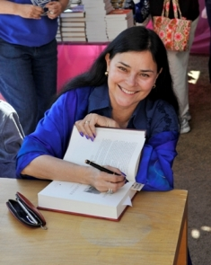TFOB2012-p64:: Author Diana Gabaldon signs her book during the 2012 Tucson Festival of Books held on the University of Arizona Campus, Saturday March 10, 2012 in Tucson, AZ. The Tucson Festival of Books is the four largest book festival in the United States. 3-10-12 Photos by James S. Wood www.jswoodphoto.com 520-247-9387